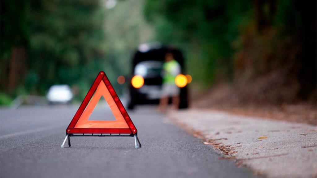 triángulo seguridad baliza luminosa asistencia en carretera